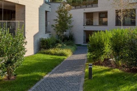 Beleuchtungskonzept-Landschaftsarchitektur-Wohnüberbauung-Pollerleuchten
